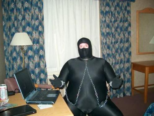 cybercriminel-viril-combi-geek